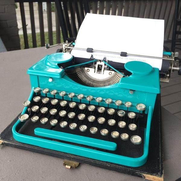 1920_s_Royal_Model_P_Typewriter_Teal_-_1_of_10_grande